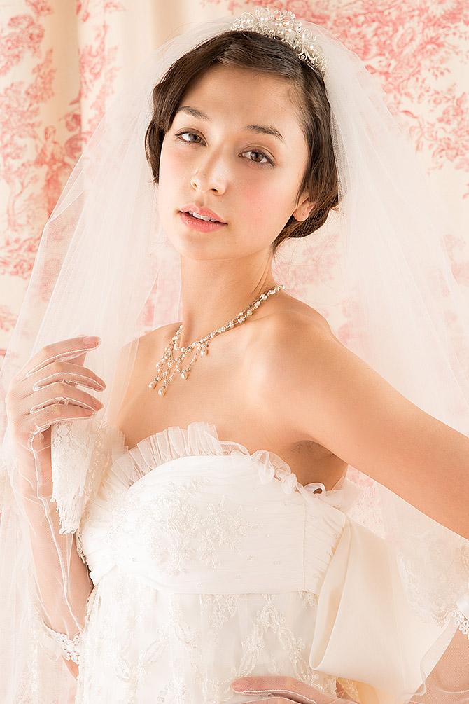 ウェディングドレス レンタル プレタ オーダー | ドレスマニア N0019 ビージングがロマンティックにきらめくエンパイアドレス