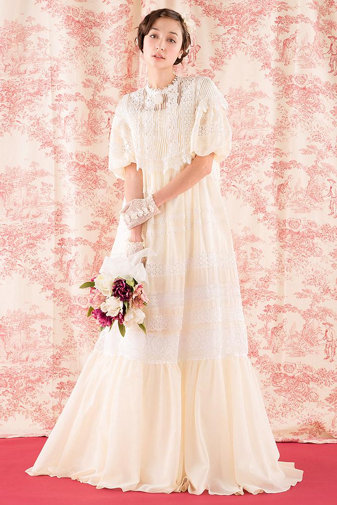 ウェディングドレス レンタル プレタ オーダー | ドレスマニア N0025 ドレスマニアらしい贅沢なコットンドレス。2ウェイ、ケープと様々なレースウェディングドレスを楽しめます