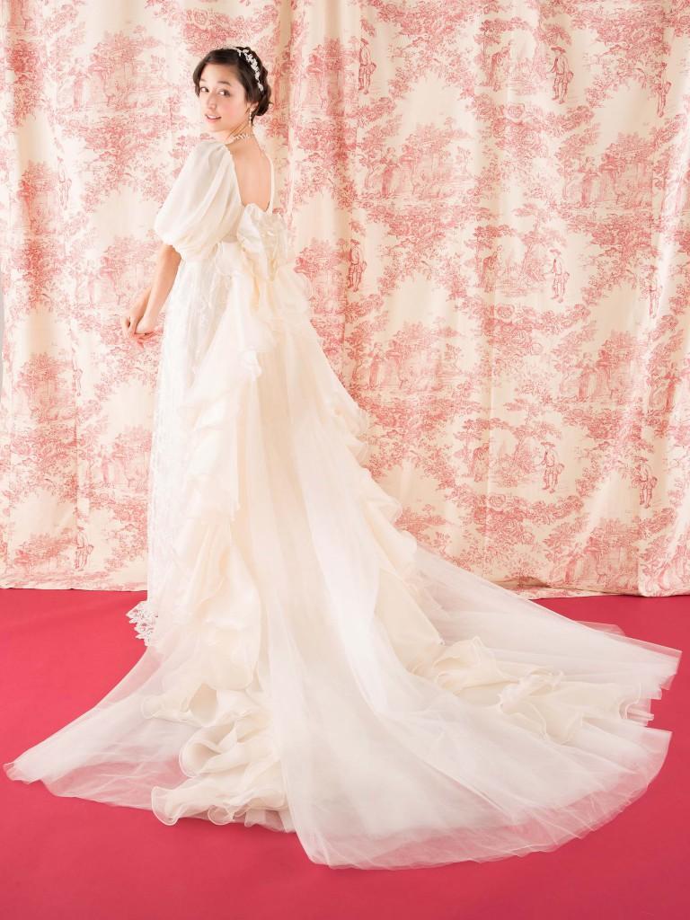 ウェディングドレス レンタル プレタ オーダー | ドレスマニア 華やかさ豪華さをプラスするドレスマニアのトレーン