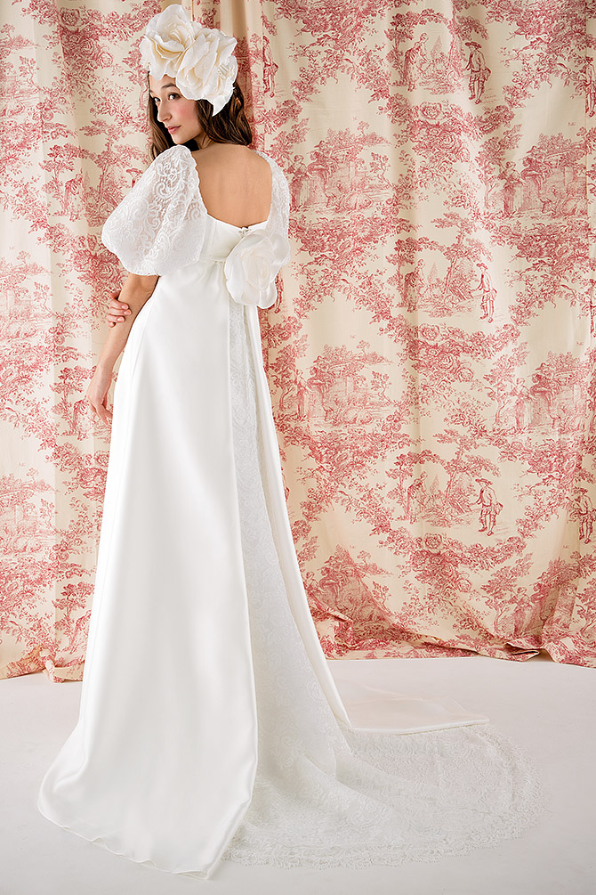 ウェディングドレス レンタル プレタ オーダー | ドレスマニア N0029 程よい透け感がエアリィさを演出、特徴的なパフスリーブも人気なウェディングドレス バックスタイル