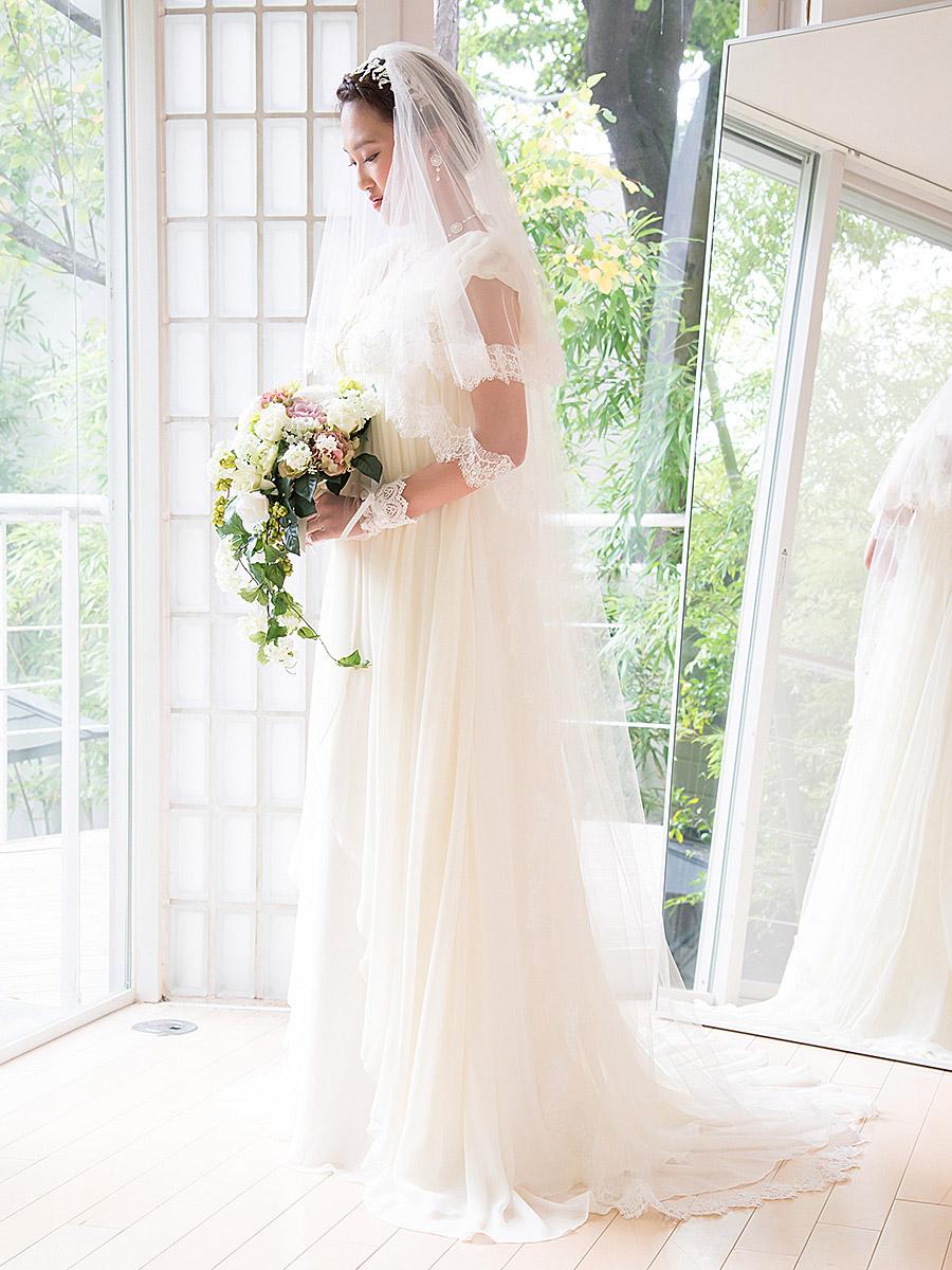 ウェディングドレス レンタル プレタ オーダー | ドレスマニア ドレススタイルを一層ロマンティックに引き立てる繊細なリバーレースのロングベール