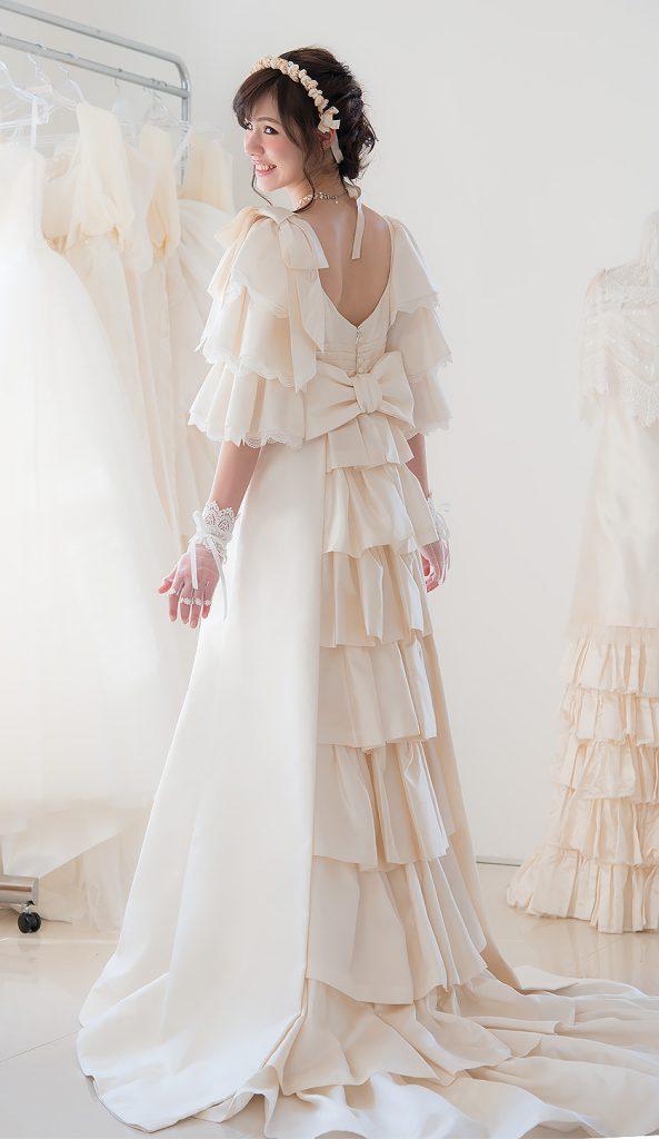 ドレスマニア自由が丘アトリエ ウェディングドレスのレンタル、プレタポルテ、オーダー... お気に入りのドレスを見つけるウェディングドレス Beatrix